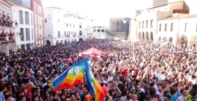 02 Caravana badajoz BADAJOZ: La caravana contra la homofobia fue todo un éxito
